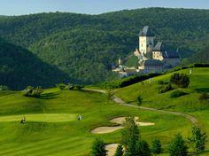 Many golf resorts are spead across the region. - Golf Resort Karlstejn -