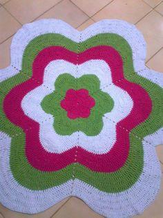 Crochet Doily Rug, Crochet Home, Crochet Crafts, Crochet Flowers, Knit Crochet, Knit Rug, Flower Curtain, Pom Pom Rug, Crochet Dresses