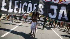 Mais um protesto – o sexto esta semana – acontecu neste domingo no Rio e em São Paulo contra o presidente Michel Temer. Liderado pela Frente Brasil Popular, que reúne mais de 60 organizações, e pelo grupo Povo sem Medo (outros 30), o ato deste domingo realizado na Paulista, lotava vários quarteirões por volta das 18h.
