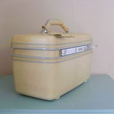 Vintage 1960s Train Case Creamy Yellow Samsonite by cherryrivers, $24.00