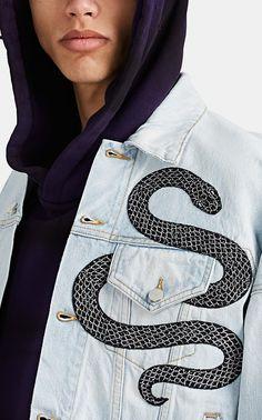 New Arrivals : AMIRI Embroidered-Sequined-Snake Denim Trucker Jacket Diy Jeans, Custom Clothes, Diy Clothes, Denim Kunst, Custom Denim Jackets, Customised Denim Jacket, Kleidung Design, Diy Fashion, Fashion Outfits