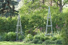 Keväällä 2019 rakennetut ja maalatut kelloköynnöstuet. Garden Design, Tower, Building, Travel, Rook, Viajes, Computer Case, Buildings, Destinations