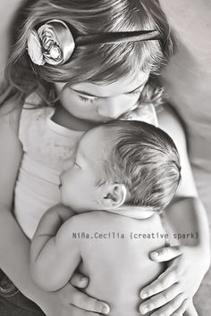 LOVE this sibling shot!! Sullivan – newborn {Ankeny, IA} » Niña.Cecilia {creative spark} | Shop. Rent. Consign. MotherhoodCloset.com Maternity Consignment
