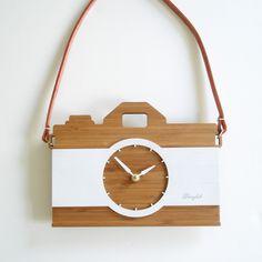 Vintage Camera Clock - Modern wall clock by Decoylab Hanging Clock, Diy Clock, Clock Ideas, Cool Clocks, Unique Wall Clocks, Big Wall Clocks, Bamboo Design, Wooden Clock, Modern Wall Decor
