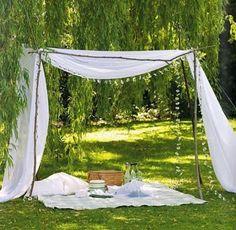 Voor een dromerige sfeer op eenmooie zomerdag. Met een mand vol lekkers genieten op eenrustig plekje in het bos of aan de waterkant. ...
