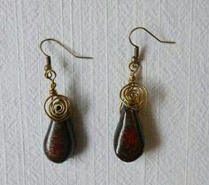 Wire-wrapping Ohrringe aus schwarzen Keramik-Tropfen mit roten Akzenten --------------------------------------- Unikat, Handarbeit ,Schmuck, Keramik, jewelry, necklace, ceramica, K.Kristason