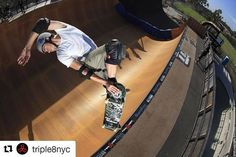 Les casques @triple8nyc sont disponibles sur www.hawaiisurf.com #hawaiisurf #shop #tripleeight #triple8 #helmets #casques #skate #skateboards #skateboarding
