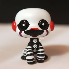 Made this from a LPS monkey figure, hope you like it! I personally think it looks a bit too cute instead of creepy xD Marionette / Puppet from inspired LPS custom Fnaf Crafts, Doll Crafts, Marionette Fnaf, Custom Lps, Free Christmas Gifts, Lps Toys, Lps Littlest Pet Shop, Little Pet Shop, Fandom