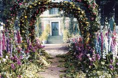 Cheryl from Miniatures Museum has made the most perfect replicas of Monet's garden and house