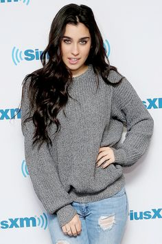 Lauren Jauregui she is wearing Brads sweater Demi Lovato, Selena Gomez, Rihanna, Fifth Harmony Lauren, Divas, Cimorelli, Camila And Lauren, Girl Fashion, Fashion Outfits