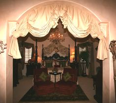 Looks like a Gone With the Wind bedroom. Perfect for me :)