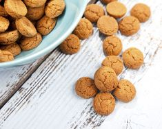 These decadent and festive Gluten-Free Ginger Cookies will be your gluten-free go-to when creating holiday treats for yourself, family and friends! Top Dessert Recipe, Healthy Dessert Recipes, Gluten Free Desserts, Dog Food Recipes, Cookie Recipes, Nutrasystem Recipes, Non Chocolate Desserts, Chocolate Shake, Chewy Ginger Cookies