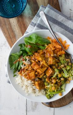 Peanut Tofu Buddha Bowl A healthy lunch or dinner perfect for the New Year Brown rice the BEST tofu vegetables roasted broccoli in a simple peanut sauce Vegan and Gluten-Free Vegetarian Lunch, Vegetarian Recipes, Cooking Recipes, Healthy Recipes, Peanut Recipes, Fast Recipes, Cooking Tips, Clean Eating, Healthy Eating