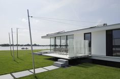 Awesome little waterside home! Zijgevel by Lab32 architecten