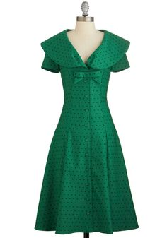 Start-Up Star Dress in Forest. As you strive towards success at the start-up you founded, today you address aspiring entrepreneurs while decked in this forest-green dress by Bettie Page! #green #modcloth