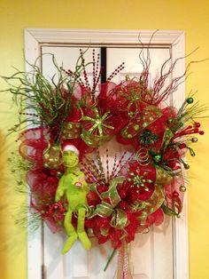 ...  Hhhmmmm... Should I try my hand at this for Christmas? Its not burlap so i should be fine lol CHRISTMAS WREATH IDEAS | Grinch Christmas Wreath | Christmas ideas