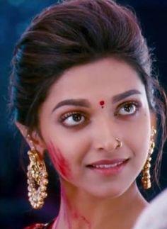 How to look like Deepika Padukone in `Ram Leela` | Zee News