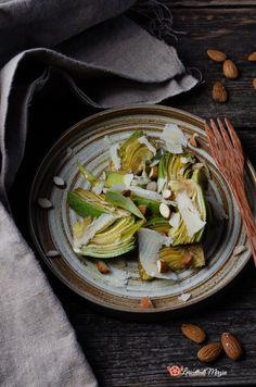 Insalata di carciofi grana e mandorle è un contorno leggero e veloce da preparare. Italian Recipes, Green Beans, Vegetables, Food, Contouring, Dinner, Essen, Vegetable Recipes, Meals
