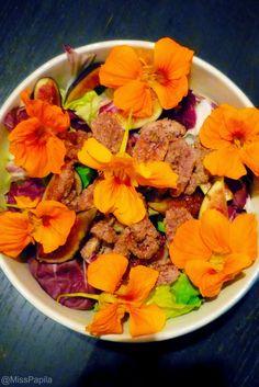 Salade de figues fraîches, pacanes et capucines