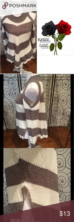 Sweater 😉😉😉 Cute sweater with cutout sleeves never been worn 😉😉😉😉🍂🍂🍂 it's a juniors plus size runs small fits more like L/XLnot really a lot stretch to it Sweaters