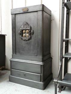 Magnifique coffre fort Napoleon III fin XIXéme L55xP40xH1,18 1 tirois clefs et code (2500 €)