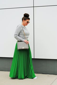 How to transition your maxi skirt from winter to Spring Source by shopjuliamarie falda Long Skirt Outfits, Dressy Outfits, Modest Outfits, Maxi Outfits, Modest Clothing, Summer Outfits, Denim Fashion, Curvy Fashion, Plus Size Fashion