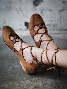 Inspiration & Shopping: Lace up Flats                                                                                                                                                                                 Más                                                                                                                                                                                 Más