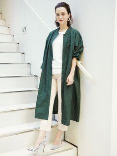 モスグリーンのロング丈ブルゾンが素敵! ◇キレイめ系タイプのファッション スタイルのコーデ アイデア ◇