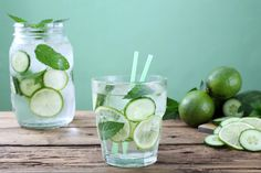 The Most Powerful Detox: Cucumber Water Detox Detox Water To Lose Weight, Detox Water For Clear Skin, Weight Loss Water, Water Recipes, Detox Recipes, Cucumber Detox Water, Cucumber Gimlet, Digestive Detox, Bebidas Detox