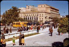 Billy Files: Έγχρωμες φωτογραφίες της Αθήνας του '50 Greece Pictures, Old Pictures, Old Photos, Vintage Photos, Kai, Old Greek, Greek History, Old Photography, Athens Greece
