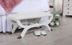 Glamour - We love old furniture Old Furniture, Vanity Bench, Glamour, Home Decor, Products, English Style, Decoration Home, Room Decor, The Shining
