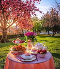 Picnic Photography, Tea Places, Brunch, Have A Great Sunday, Good Morning Coffee, Backyard Patio Designs, Easter Weekend, Breakfast In Bed, Coffee Love