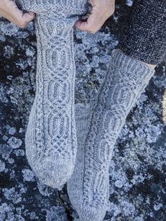 Ingrid-palmikkosukat Crochet Socks Pattern, Knit Crochet, Knitting Socks, Knit Socks, Leg Warmers, Fingerless Gloves, Diy And Crafts, Slippers, Fashion