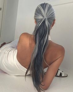 Tips with regard to amazing looking women's hair. Your hair is exactly what can define you as a person. To a lot of individuals it is certainly vital to have a very good hair do. Hair and beauty. Grey Hair Don't Care, Long Gray Hair, Silver Grey Hair, Dark Hair, White Ombre Hair, Ombre Hair Color, Lilac Hair, Pastel Hair, Blue Hair