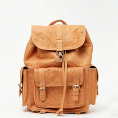 Cuero fileteado mochila, mochila grande, mochila de cuero de SABRINATACH en Etsy https://www.etsy.com/es/listing/218786216/cuero-fileteado-mochila-mochila-grande