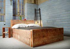 Bett aus recyceltem Bauholz SALERNES : Betten und Kopfteile von JOHANENLIES GmbH