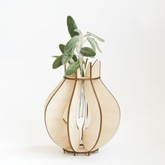 tulip flatpack vase by Chromatophobic