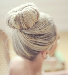 Wedding hairstyle idea via Jessica May Photography - Deer Pearl Flowers / http://www.deerpearlflowers.com/wedding-hairstyle-inspiration/wedding-hairstyle-idea-via-jessica-may-photography/