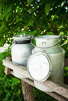 Milk collection canisters on the shelf outdoors. Country Strong, Country Life, Canisters, Farm Life, Green And Grey, Design Elements, Milk, Cowbell, Shelves