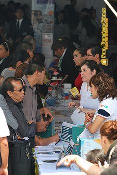 Nezahualcóyotl, Méx. 15 Mayo 2013. De las 5 mil vacantes que se ofrecieron a los solicitantes, predominaron empleos para ejecutivos, seguridad privada, ventas, especialidades, entre otros, de variadas empresas de la iniciativa privada y pública como fue el caso del Servicio de Administración Tributaria (SAT).