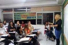 Ex-catadora de latinhas que passou em concurso público dá palestras de incentivo no DF - http://noticiasembrasilia.com.br/noticias-distrito-federal-cidade-brasilia/2014/07/31/ex-catadora-de-latinhas-que-passou-em-concurso-publico-da-palestras-de-incentivo-no-df/