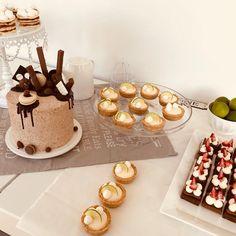 """276 Me gusta, 2 comentarios - Bru Cake Boutique (@brucakeboutique) en Instagram: """"Así quedò la mesa de Agos! Feliz cumple 🎂🎉 •Birthday Cake 🎂 •Mini Key lime •Rogelitos •Minis red…"""""""