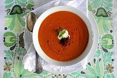 Ihana tomaatti-linssikeitto on nopea valmistaa. Se on maukas ja täyttävä arkiruoka.