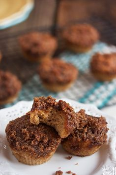 Sometimes you just really want a muffin, and coffee crumb cake muffins are just so good… every single time.Cake on …