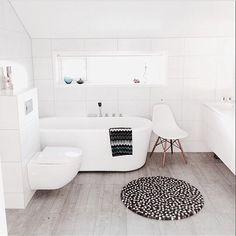 Minimalist Design - nice and clean Minimalist Interior, Minimalist Decor, Minimalist Design, Norwegian House, Interior Decorating, Interior Design, Bed & Bath, Scandinavian Style, Master Bathroom