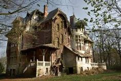 Resultado de imagem para house in the woods