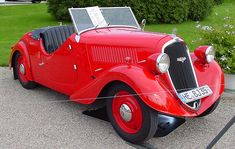 Skoda 420 Popular Vintage Cars, Antique Cars, Citroen Traction, Cabriolet, Skoda Fabia, Amazing Cars, Sport Cars, Old Cars, Cars Motorcycles