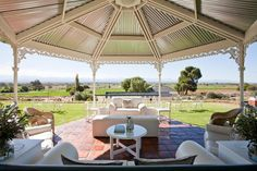 La Plume Guesthouse in Oudtshoorn 4 star ostrich farm stay close to the UNESCO heritage site Swartberg Mountains in the Little Karoo