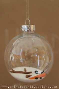 DIY Melted Snowman Ornament - inexpensive and amazingly adorable! Clear Baubles Ideas, Clear Glass Ornaments, Melted Snowman Ornament, Diy Snowman, Snowman Party, Diy Christmas Ornaments, Christmas Crafts, Christmas Ideas, Holiday Ideas