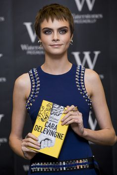 Cara Delevingne hair history - from her shaved head to her signature blonde waves. See Cara Delevingne's most memorable hairstyles here. Short Pixie, Short Hair Cuts, Short Hair Styles, Pixie Cuts, Short Hairstyles For Women, Cool Hairstyles, Hairdos, Casual Curls, Cara Delevingne Hair